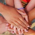 Een hand geven…….